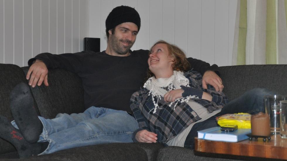 Kjærestetid med godis og film i sofaen. Foto: privat