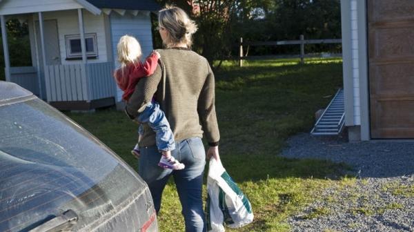 Ja da. Klart mamma kan bære. Jeg har bare to handleposer å bære på i tillegg.