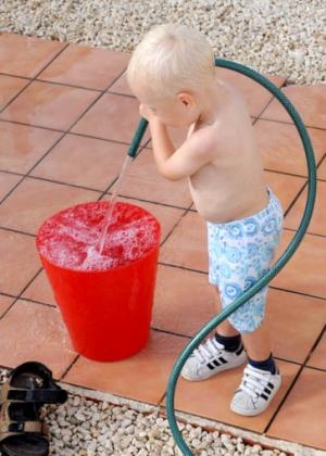 Barn + vann = lykke