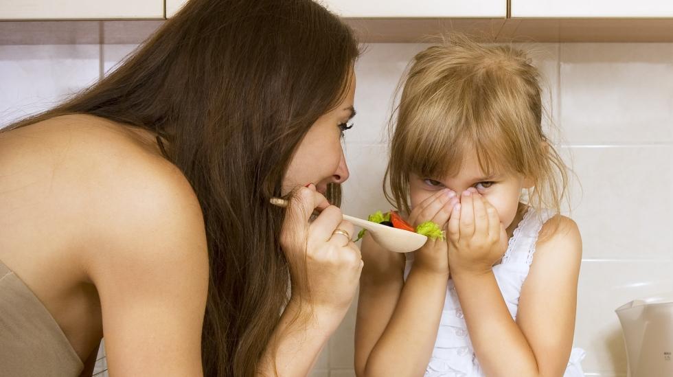 Finnes det egentlig noen triks som kan få barnet mitt til å spise noen nytt? Illustrasjonsfoto: Shutterstock