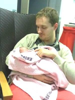 Natalia sammen med pappa Andreas.