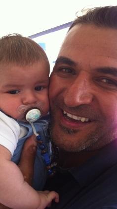 Første møte mellom far og sønn. Foto: privat