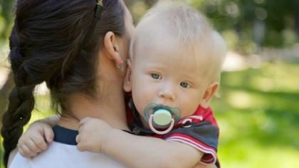 Trøst er en viktig nøkkel når barnet skal lære seg å håndtere følelsene sine. Illustrasjonsfoto: Shutterstock