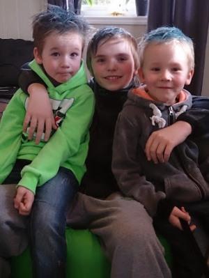 Nå er Steffen 13 år gammel. Her sammen med småbrødrene Espen og Daniel (6 1/2).
