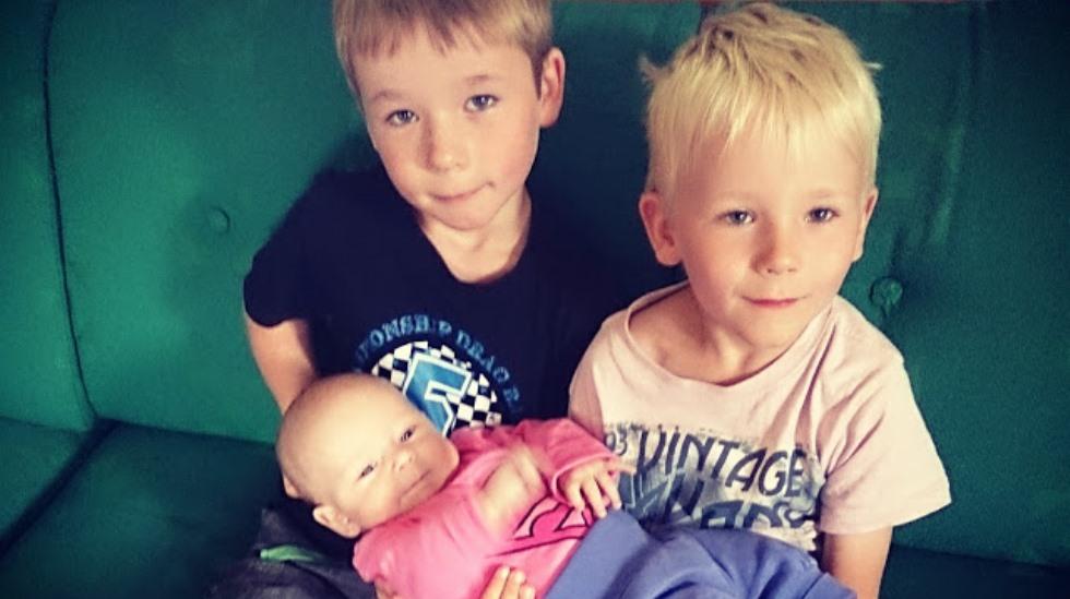 Tvillingene Espen og Daniel med lillesøster Emilie Therese. Alle foto: privat