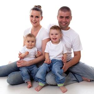 Eli Janne med familien. Uansett hvor mange barn familien får, vil de alltid mangle ett. Det mener hun er viktig å forstå.