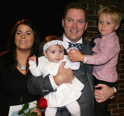 Navnebarnet Elise sammen med mamma Maren, pappa Kjetil og storebror Sander. Foto: privat