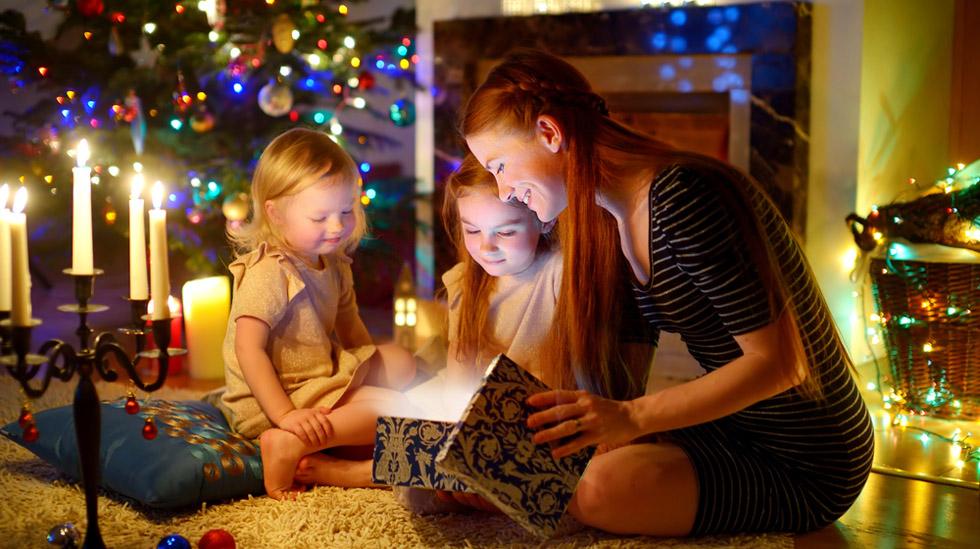 Et godt tips er å bruke god tid på gaveoppakkingen. Illustrasjonsfoto: Shutterstock