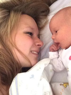 Emilie med datteren Sarah-Isabell. Foto: privat