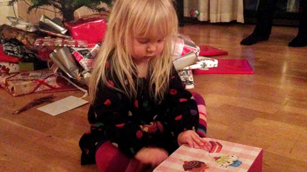 Skikkelig julestemning med barn, forventninger og julegaver. Men passer alkohol inn sammen med dette? Foto: privat