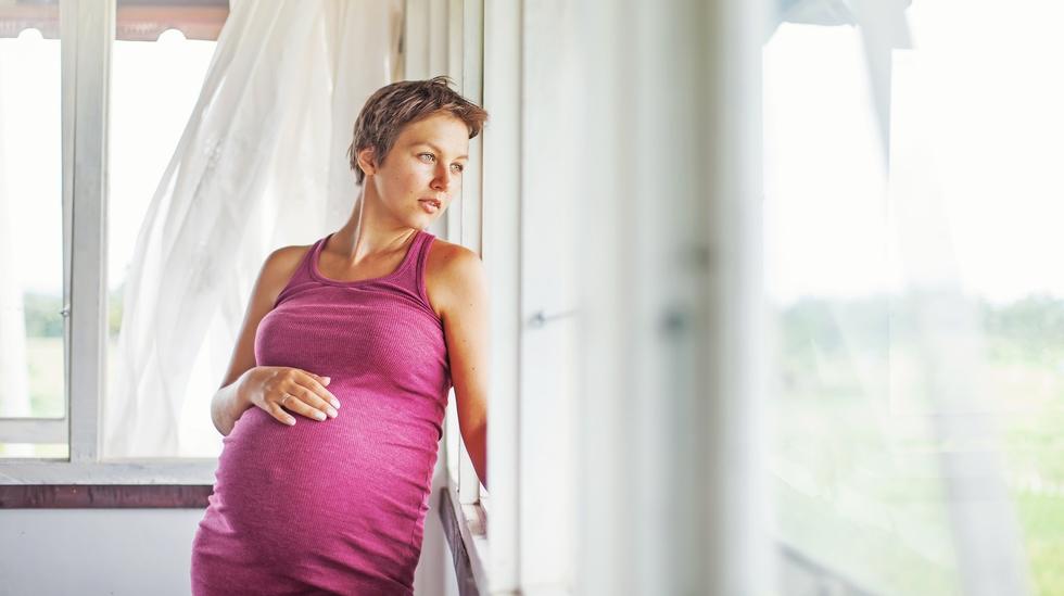 Jordmor Grethe kaller det skremselspropaganda og vil endre måten vi snakker med gravide på. Illustrasjonsfoto: Shutterstock