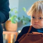 mother-prepare-food-for-toddler-boy-picture-id1291660712