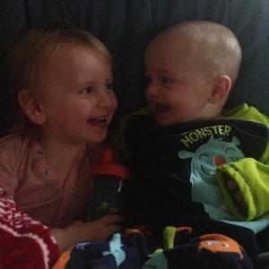 Som liten savnet Megan å ha jevnaldrende søsken å leke med. Det trenger ikke barna hennes å bekymre seg for.