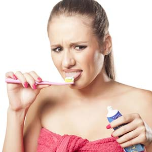 Jeg gleder meg til den dagen jeg kan pusse tennene uten å brekke meg... Smaker ikke denne tannkremen fryktelig rart, forresten?