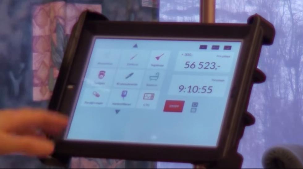 Vel ni timer ut i denne fødselen, har kostnadene passert  56.000 kroner. Foto: skjermdump fra YouTube-film.