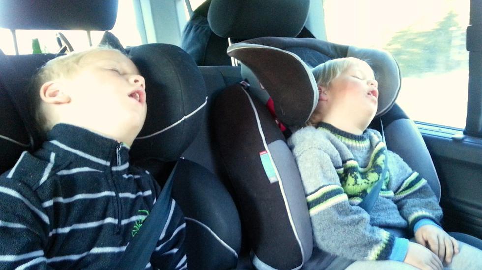 Flere barn som sover på en gang. Det er sjelden kost! Foto: privat