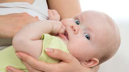 Nattamming selv når babyen får tenner? Jepp, helt trygt,