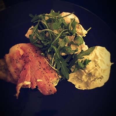 God middag: kylling, bacon, hjemmelaget potetsalat og hjemmelaget guacamole. Foto: privat