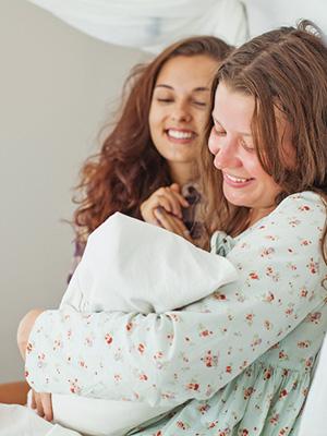 Når fødselen først er i gang, er veien videre som regel ikke annerledes enn ved fødsler som starter spontant. Foto: Shutterstock