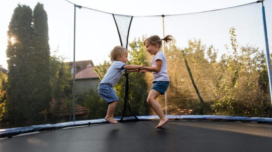 Sikkerhet trampoline barn