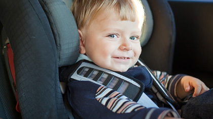 Velg bakovervendt bilstol til barnet er fire år gammel. Foto: Shutterstock