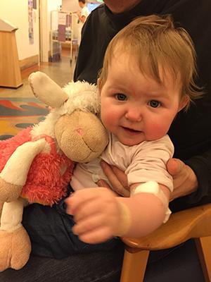Bortsett fra blodprøvene, er det lite Othilie selv merker til sykdommen. Foto: privat