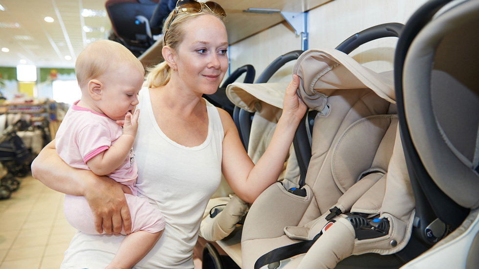 Man må beregne å bruke litt tid på å finne den riktige bilstolen til barnet. Foto: Shutterstock