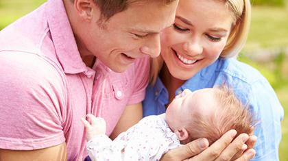 Blikk-kontakt er utrolig viktig for babyens utvikling. Foto: Shutterstock