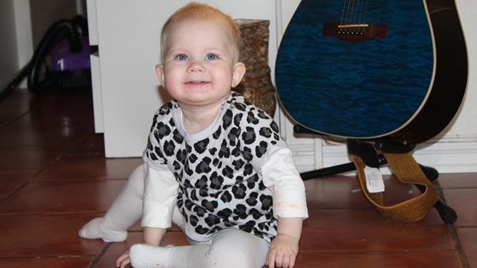 Søte Sarah-Isabell blir storesøster i januar. Foto: privat
