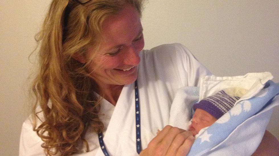 Jordmor Ragna har sett tusenvis av nyfødte, men slutter aldri å bli fascinert av dem. Illustrasjonsfoto. Shutterstock