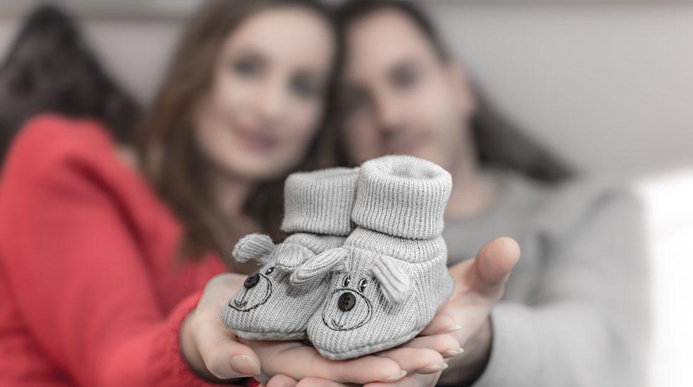Overraskelse, vi skal ha barn! Hvor lenge klarte dere å holde graviditeten hemmelig? Illustrasjonsfoto: Shutterstock
