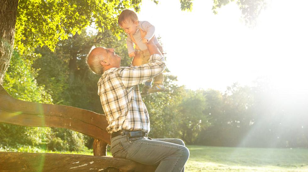 Når navn blir gamle nok, høres de fine ut igjen. Derfor velger mange å kalle opp barna etter oldeforeldre og tippoldeforeldre. Foto: Shutterstock