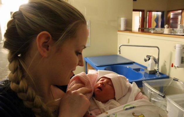 Carina med datteren Aurora Eugenie.