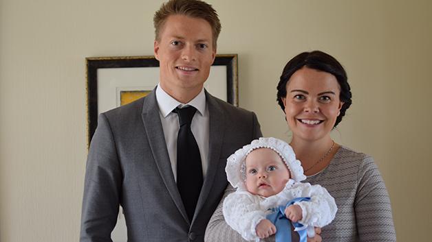 Christine og Christian nyter å være foreldre. Foto: privat