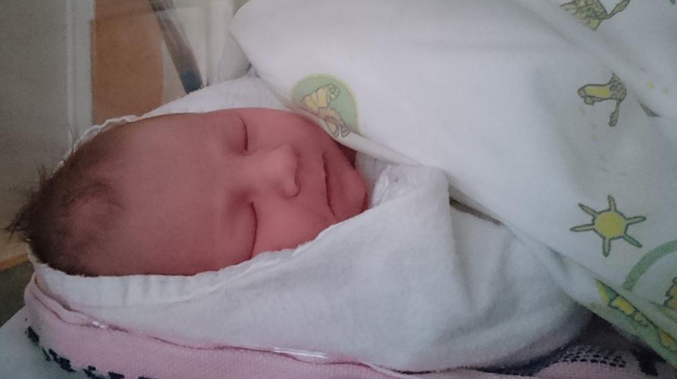 Hun lurte både foreldrene og helsepersonell godt, denne lille stjerna. Ingen hadde trodd at hun ville bli født til termin. Foto: privat