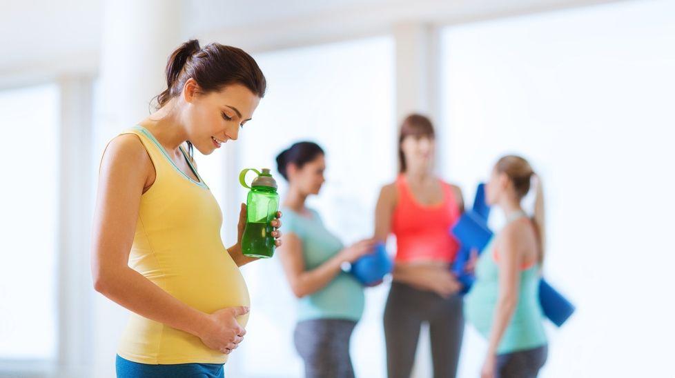 Gravidmager kommer i alle størrelser og fasonger, og sier ikke alltid så mye om størrelsen på babyen inni den. Det er lite hensiktsmessig å sammenligne seg med andre gravide. Illustrasjonsfoto: Shutterstock