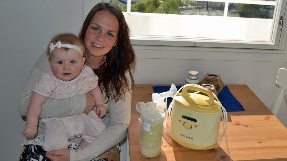 Hver 14. dag drar Tone Kjersti til melkebanken på Haukeland med nye forsyninger. Lille Tuva lider ingen nød av at mamma også gir melk til andre. Foto: privat