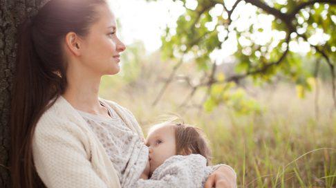 Har du mot og tålmodighet nok til å la barnet ditt bestemme tidspunktet for ammeslutt? Illustrasjonsfoto: Shutterstock