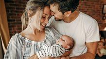 13 ting alle nybakte foreldre gjør - og smiler av i etterkant