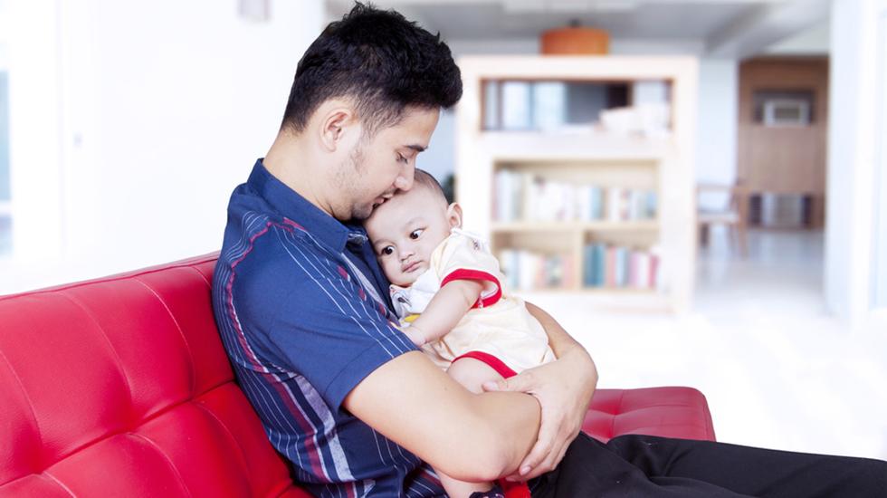 Kjenner du deg igjen i at det er vanskelig å overlate den lille til noen andre? Illustrasjonsfoto: Shutterstock