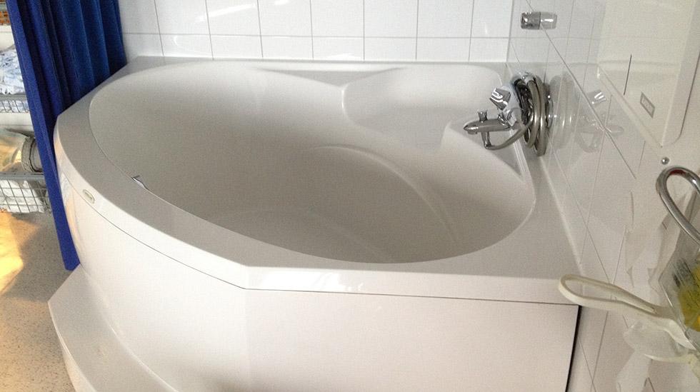 Badekar på fødestuen på SUS. Foto: Ragna T. Larsen