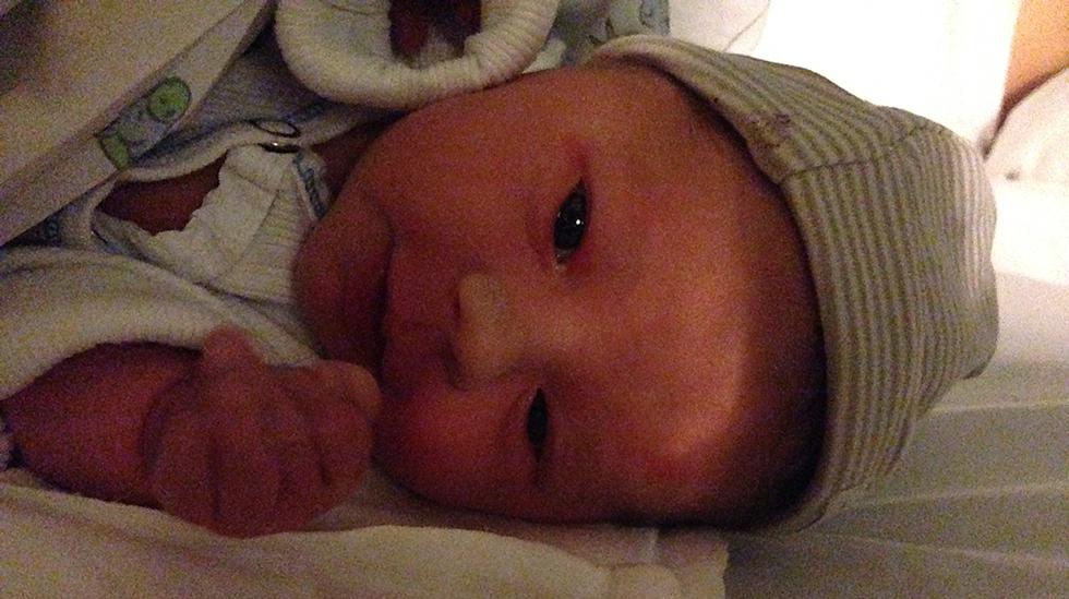 Etter 15 minutter pressing kom jenta vår til verden. Foto: privat