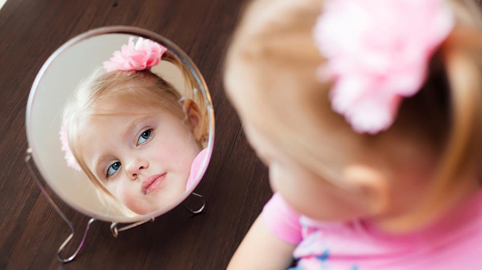 Barn får ofte tidlig inntrykk av at utseendet er viktig. Illustrasjonsfoto: Shutterstock
