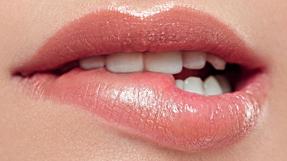 Mange unge i dag ønsker seg store lepper i ansiktet, og små lepper nedentil. Har kroppspresset gått for langt? Illustrasjonsfoto: Shutterstock