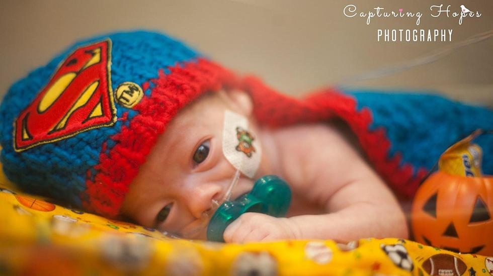 En ekte liten superhelt. Alle bilder: Capturing Hopes Photography