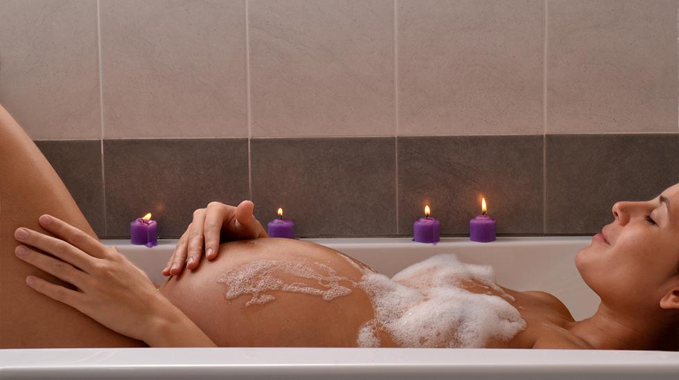 Vær ekstra god med deg selv i ventetiden, og avled gjerne tankene med et godt bad. Illustrasjonsfoto: iStock