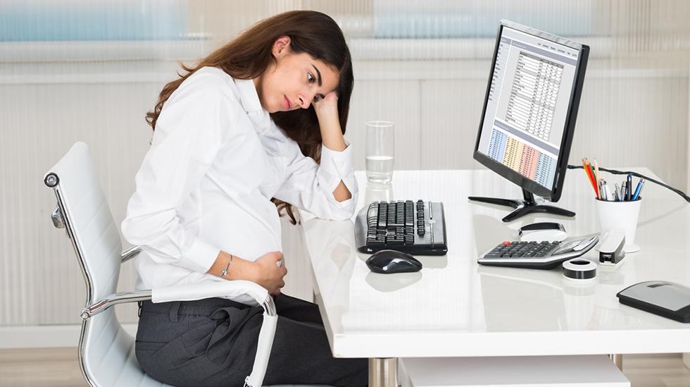 Det kan være nødvendig å tilpasse arbeidet i løpet av svangerskapet. Illustrasjonsfoto: iStock