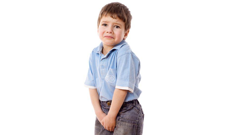 barn vondt i tissen