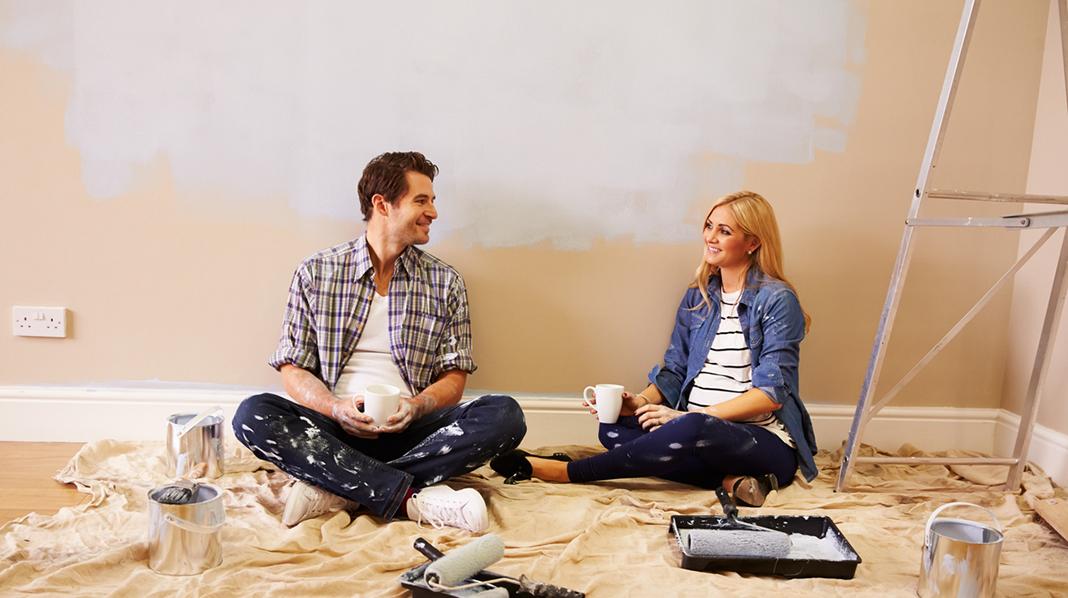 Bruk føre var-prinsippet hvis du skal male mens du er gravid, og unngå olje- og løsemiddelbaserte maleprodukter. Illustrasjonsfoto: iStock