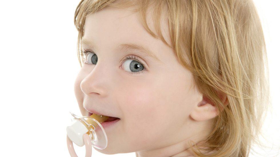 Bruk av smokk kan påvirke barnets tannstilling og bitt. Illustrasjonsfoto: iStock